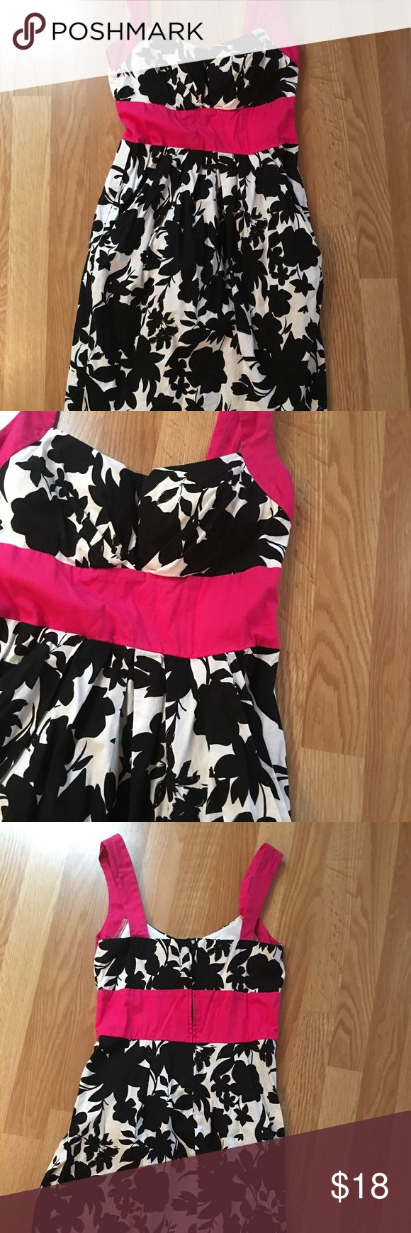 Adorable floral black/white dress with pockets! Sleeveless floral black and white cocktail dress with pockets. Cute pop of pink! I had cups sewn in and wore it one time for a wedding. This dress would be a great summer dress with some sandals or flats or dressed up with some heels! b.smart Dresses Mini