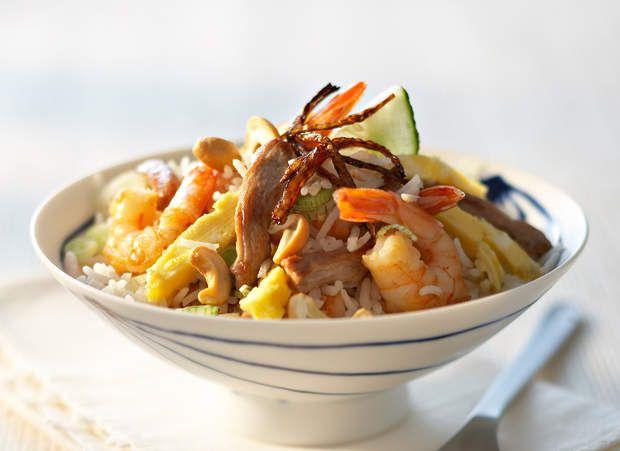 Nasi gorengAgrémentée d'une sauce aux cacahuètes, cette recette vous fait voyager en Indonésie.Consulter la recette du Nasi goreng