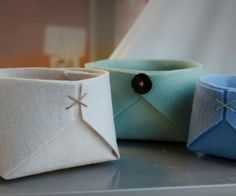 Instructable for a felt basket where you can store your stuff in.