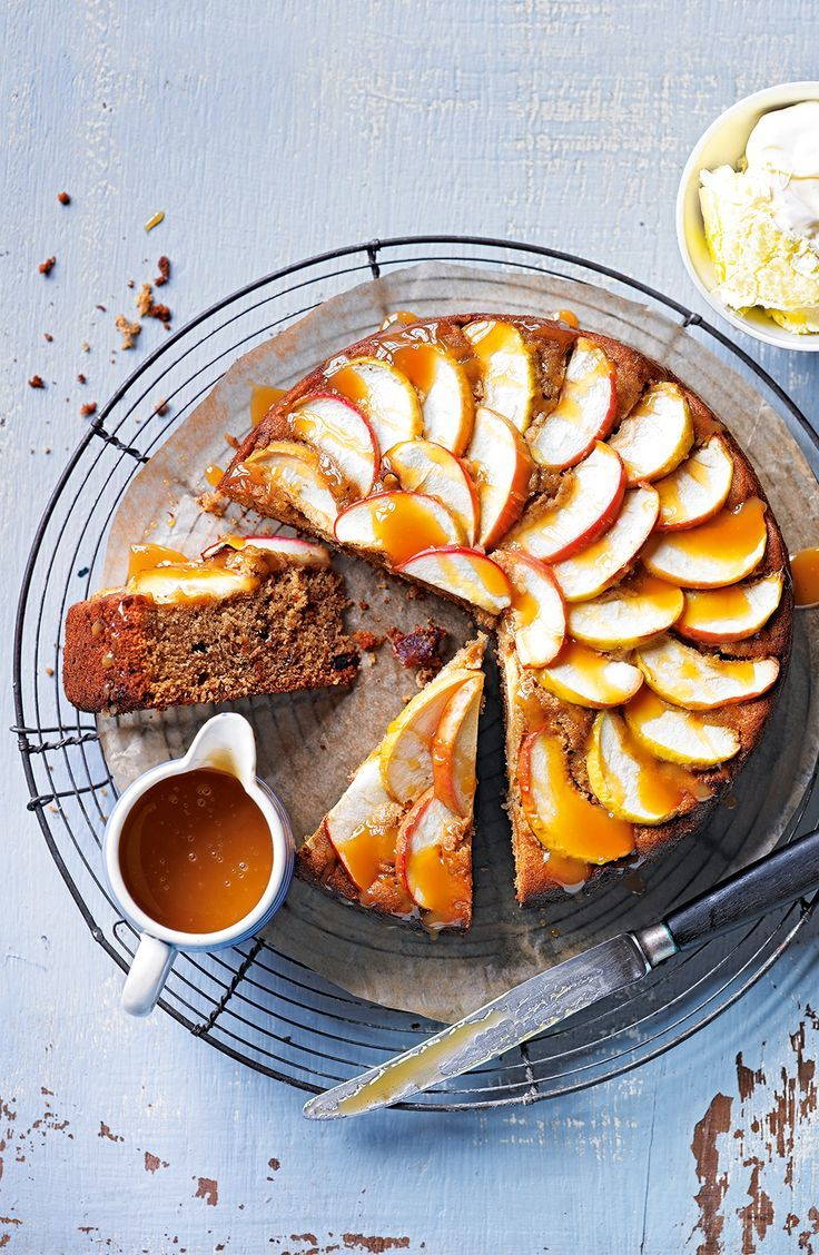 Sticky toffee apple cake - delicious ! Great to make during the weekend's rainy weather !
