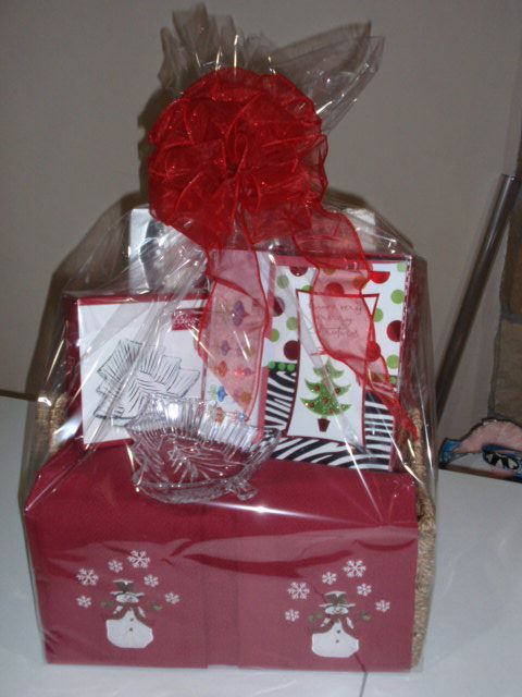 78 best images about gift baskets on pinterest bakeware for Christmas kitchen gift basket ideas