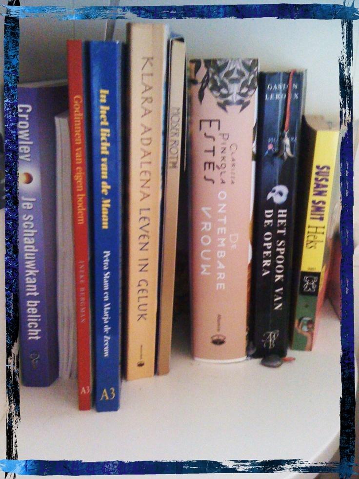 In het boekennachtkastje van Annique Pakkert