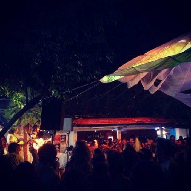 Por Primera vez en Ibiza… Muchachito Bombo Infierno!!! Simplemente Espectacular!!! #ojalanotehubieraconocidonunca #paranoamartesiempre #muchachito #lasdalias #ibiza #hippie #rumba #flamenco #ibiza2014 #60 #años #dalias #ouiloveit #nochederumba #autentico #espectáculo #arte #música #performance #muchachitobomboinfierno #Ibiza #nightlife Check more at…
