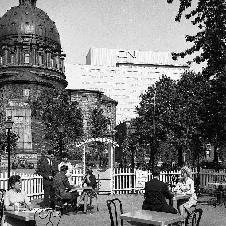 78 mentions J'aime, 1 commentaires – Propos Montréal (@proposmontreal) sur Instagram : «Une petite terrasse du square Dominion (Square Dorcherster) avec la Cathédrale Marie-Reine-du-Monde…»