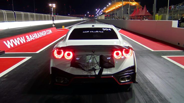 Nissan Skyline R35 GTR Nismo Tuned for dragracing gets over 330km/h!
