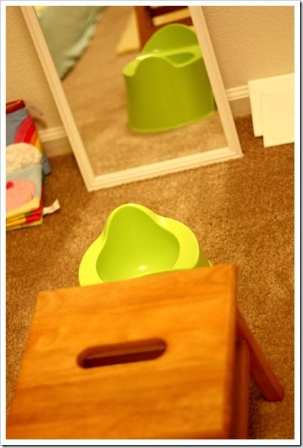 Elimination Communication / Infant Pottying uses sign language and learning the subtle cues and timing of your baby. This mama from www.joyfulabode.com potty trained her girl around 7 months.
