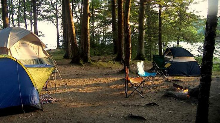 COASTAL CAMPING: 12 MAINE CAMPGROUNDS CLOSE TO THE COAST (AND OTHER COOL STUFF) - Catch the sunlight and solitude at this campsite at Recompense Shores Campground. Hayrides and lobster and clambakes are among the many things to do at this campground close to Freeport. Photo courtesy Recompense Shores Campground