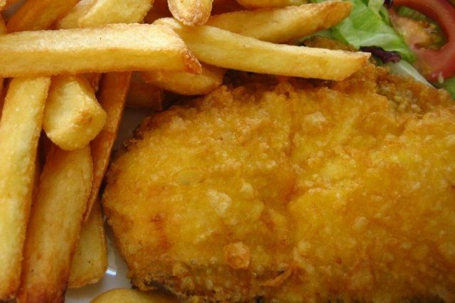 Foto de la receta de pescado frito con patatas fritas