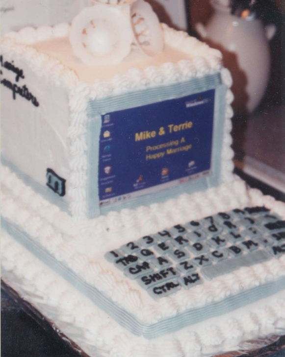 Computer Grooms wedding cake