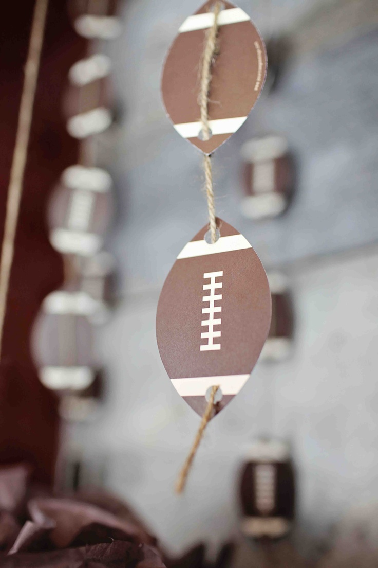 Football garland  Original post from peartreegreetings.com