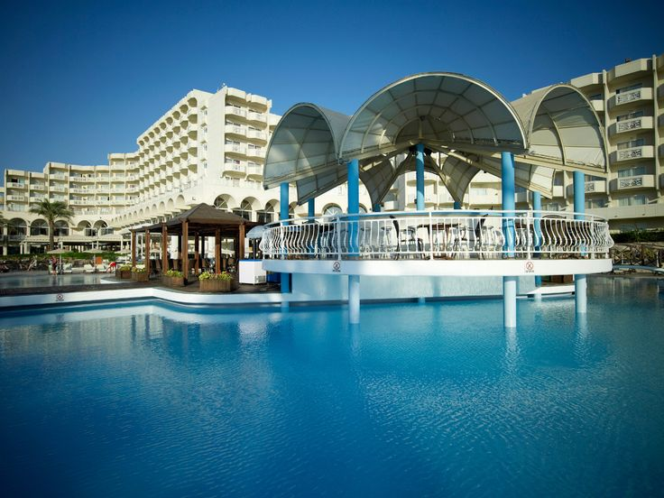 Oasis Pool Bar - enjoy your swimming or sun bathing and when you feel dehydrated enough or slightly hungry, pop in and let us pamper you with a great selection of ice-cold drinks, alcoholic beverages and freshly made sandwiches