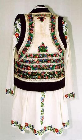 Men's costume from north Moldavia, zone Valea Bistriţei