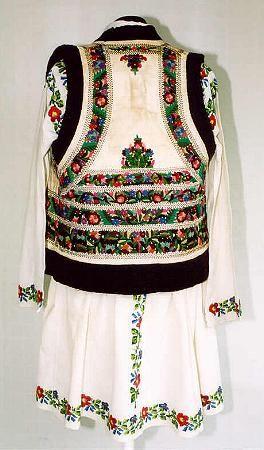 Men's costume from north Moldavia, zone Valea Bistriţei