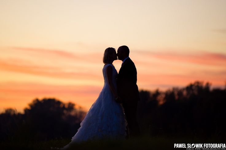 pocałunek po zachodzie słońca
