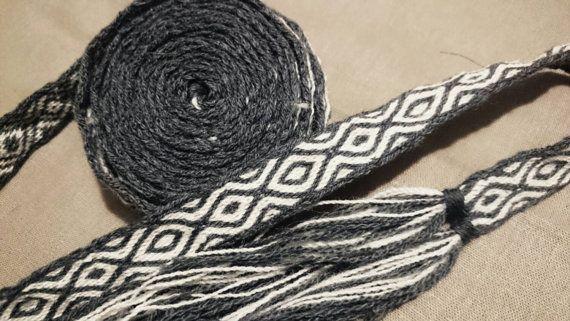 Tablet woven belt, tablet weaving