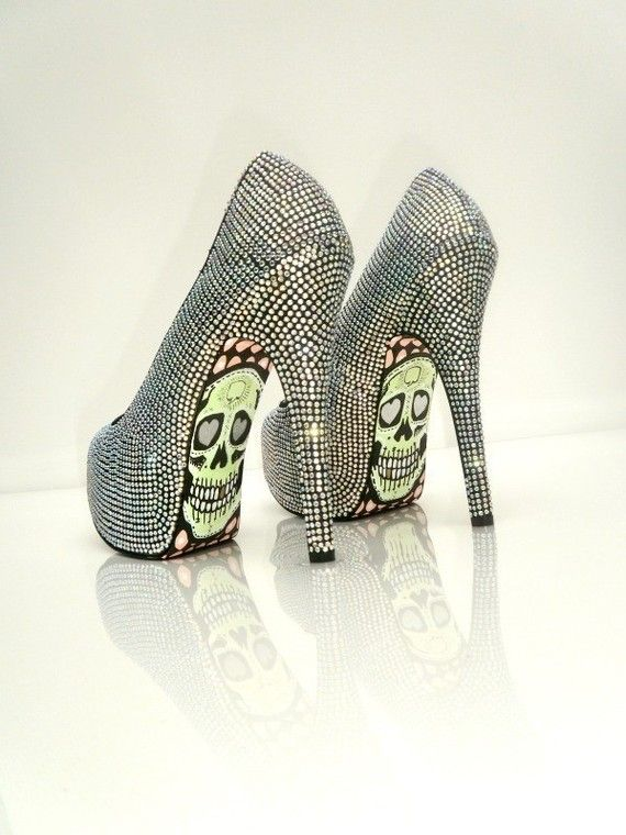 WANT!!!!!: Fashion Shoes, Skulls Heels, Clothing, Styles, Girls Fashion, High Heels, Things, Hot Heels, Girls Shoes