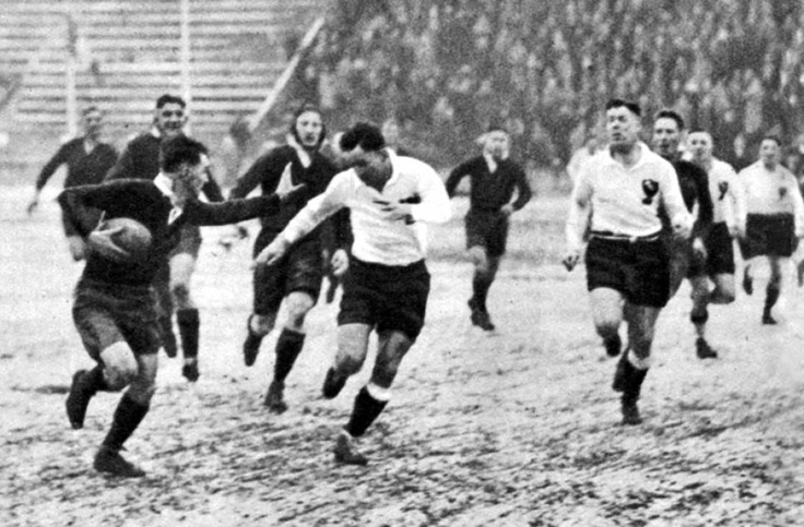 This match AUSTRALIA ENGLAND played at Pershing Stadium in January 1934 in the Bois de Vincennes, is the first game ever played rugby league in France. He meets an immensely popular.