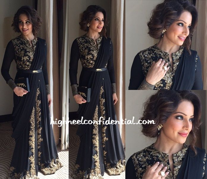 Last week Bipasha visited Sharjah to inaugurate a jewellery store and for the appearance donned a Sabyasachi look including the matching tiger clutch and belt. Not only did she look gorgeous but I also loved that faux bob on her. Bipasha Basu More guilt readingIn Namrata JoshipuraIn Rocky SSari StyleSari Style: Part Deux