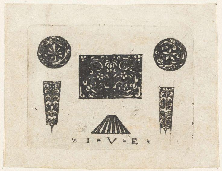 Anonymous | Twee medaillons met arabesken, Anonymous, Monogrammist IVE (Nederlanden), 1500 - 1600 | Links - en rechtsboven een medaillon met arabesken. Middenonder een gespikkeld trapeziumvormig ornament. De decoraties zijn wit op een zwart fond. Eén van 3 bladen, elk met zes ornamenten.