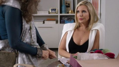 When she's not playing hilarious businesswoman Brianna Hanson on Netflix's Grace and Frankie, June Diane Raphael is focused on activism, creating...