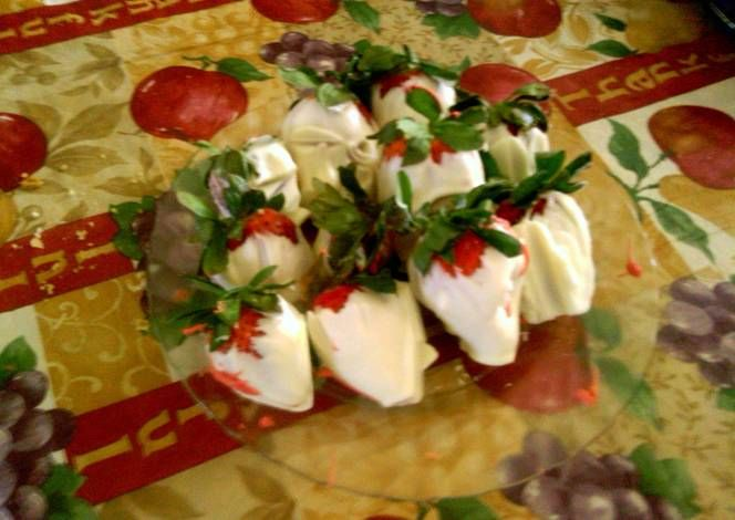 White chocolate covered strawberries Recipe -  How are you today? How about making White chocolate covered strawberries?