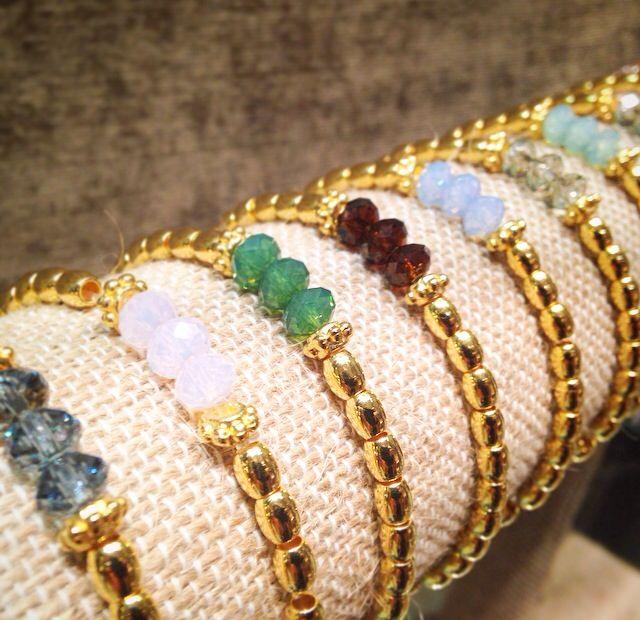 Nuevas pulseras elásticas con baño de oro y cristales de Swarovski. New elastic bracelets with