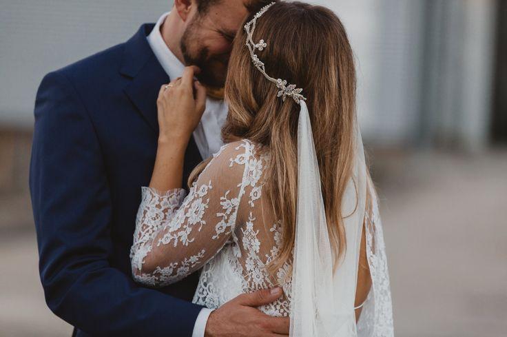 lace details and vintage veil