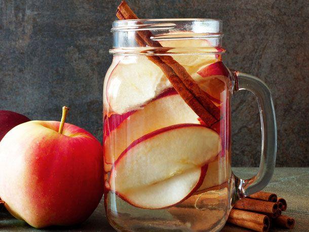 Schnell abnehmen ohne Sport: Das Apfel-Zimt-Getränk macht's möglich.