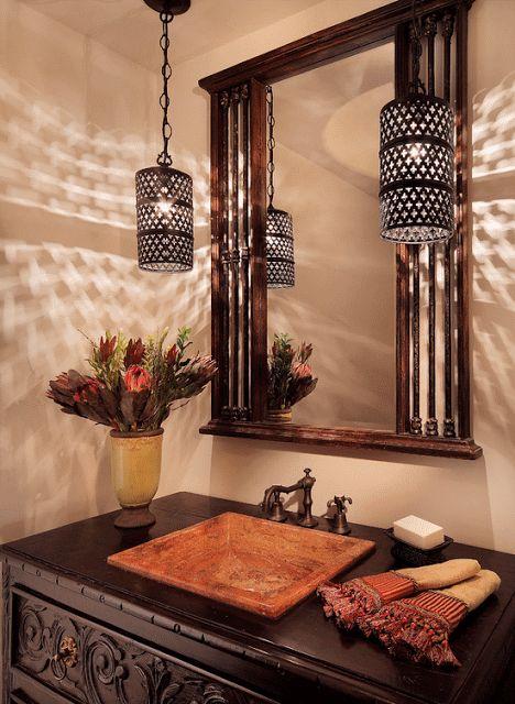 Светильники, искусно сделанные из меди или латуни, способны преобразить любой интерьер и добавить ему нотку таинственности.