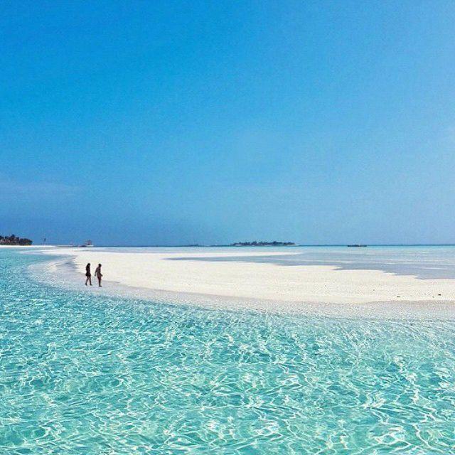 Harbour Island, Bahamas // Pink sand, no cars