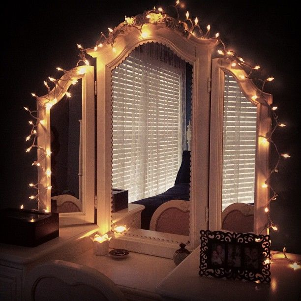 25+ best ideas about Christmas lights in bedroom on Pinterest Christmas lights room, Christmas ...