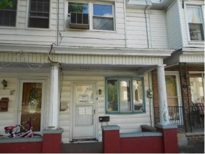 Cheap $2,500 home for sale located at  S Market St Mount Carmel, PA 17851, Mount Carmel, PA 17851, Northumberland County, 3 Beds, 1 Baths, 1152 Sq/Ft
