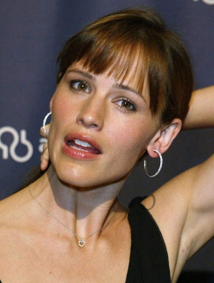 Jennifer Garner is another of those who is quite obviously unbathed.  She clearly wears deodorant over sweat and uses excessive amounts of dry shampoo, and so her Crotch Rot is obviously acquired.