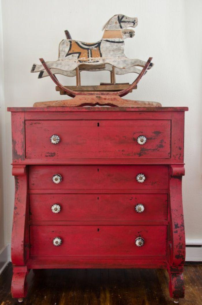 bunte möbel antike kommode rot wohnideen