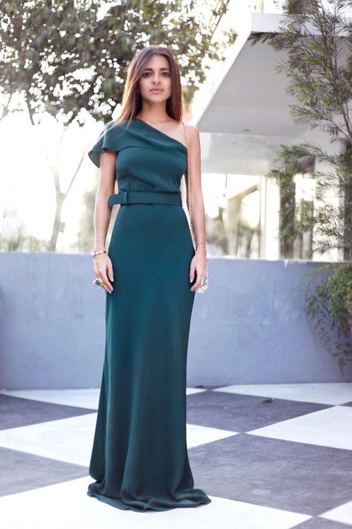 Catalina Zuluaga: cómo romper los moldes y verse diferente para un matrimonio _ -Este ensamble refleja, además, cómo lograr un look monocromático. En clima caliente, la frescura del vestido procura estilo sin esfuerzo.
