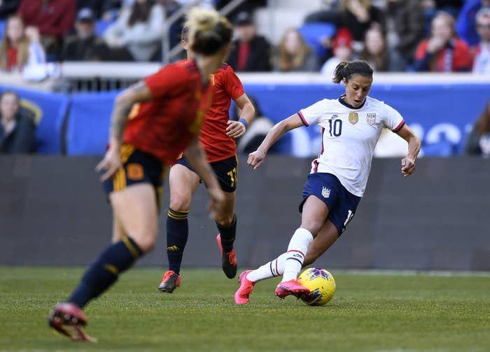 Uswnt Equal Pay Lawsuit Us Soccer Argues Women Less Skilled Than Men In 2020 Us Soccer Soccer Women S Soccer Team