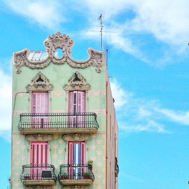 Minimal Barri de gracia, Barcelona by @laciudadalinsta   #españa #facade #fachada #huntgram#igersespaña #ig_europe #architecture #arquitectura #architecturelovers #archilovers #sky #colorful #cataluña #barcelone