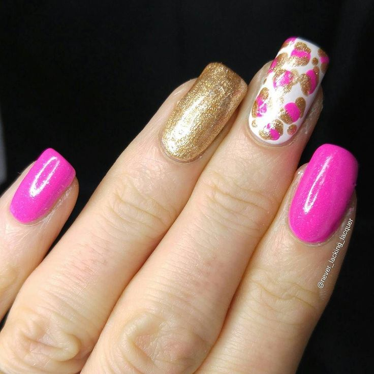 Hello lovely friends! Here's a closer look at my mani for lovely Maie's @maie_ad birthday collage!! It is a recreation of one of her manis I used @modelsownofficial Radiant Pink @avon_uk Golden Vision and @essie uk As Gold As It Gets !! #happybirthdaymaiead #nails #unas #esmalte #nagellack #bbloggers #blogger #modelsown #modelsownit #essie #avon #badgirlfeatures #simplynotlogical #craftyfingers #nailart #nailartjunkies #nailpromote #nailitdaily #pinknails