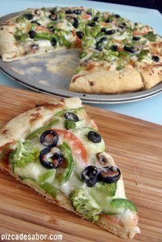 Pizza ranch vegetariana {brócoli, zucchini, champiñones, tomate & aceitunas}