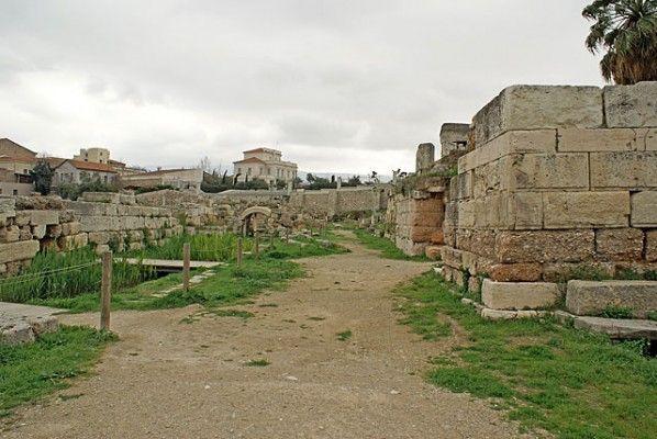 Ιερά Πύλη και Ηριδανός ποταμός. Από εκεί ξεκινά η αρχαία Ιερά Οδός.