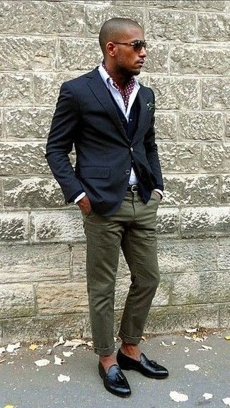Reach for a navy sportcoat and olive chinos if you're going for a neat, stylish look. Throw in a pair of black leather tassel loafers for a masculine aesthetic.