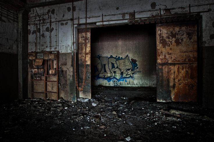 Övergivna platser, gömt och glömt, ruiner, stadslandskap, förorter, gatukonst, graffiti och Urban Exploration mestadels i och runt Stockholm. Abandoned places, hidden and forgotten, cityscapes, suburbs, streetart, graffiti and Urban Exploration mostly in the Stockholm area. @Portfoliobox