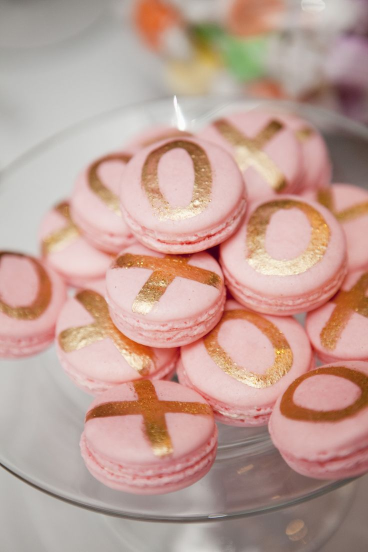 Beautiful blush pink and gold macaroons! Send some love to your guests with these #weddingfavors or serve as dessert- xoxo! #TOMSwedding