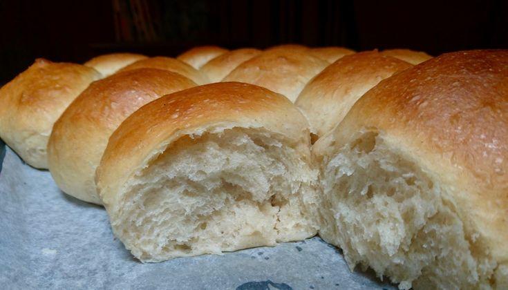 i soffici pani al burro sono dei pani con lievito madre preparati con farina tipo uno ottimi per essere tagliati e farciti