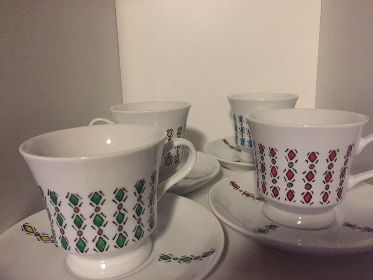 Xícaras de chá pintadas a mão c tinta vitral