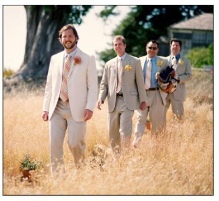 Abrigos de la boda son uno de los atuendos más importante que se necesita para comprar en su vida. Estas capas de la boda deben tener una sensación real y elegante y hay diferentes diseñadores que ofrecen trajes clásicos para la boda a precios muy razonables.