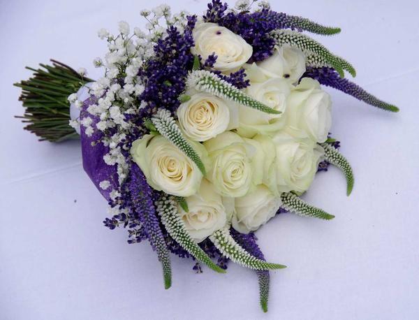 Svatební kytice z levandulí v červnu? - - Kytice