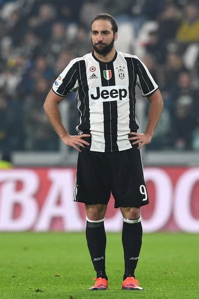 Gonzalo Higuain of Juventus FC looks dejected during the Serie A match between Juventus FC and Pescara Calcio at Juventus Stadium on November 19, 2016 in Turin, Italy.