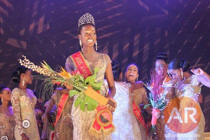 """""""Eu já contava com a coroa"""" http://angorussia.com/entretenimento/eventos/luisa-baptista-e-a-miss-angola-2016/"""