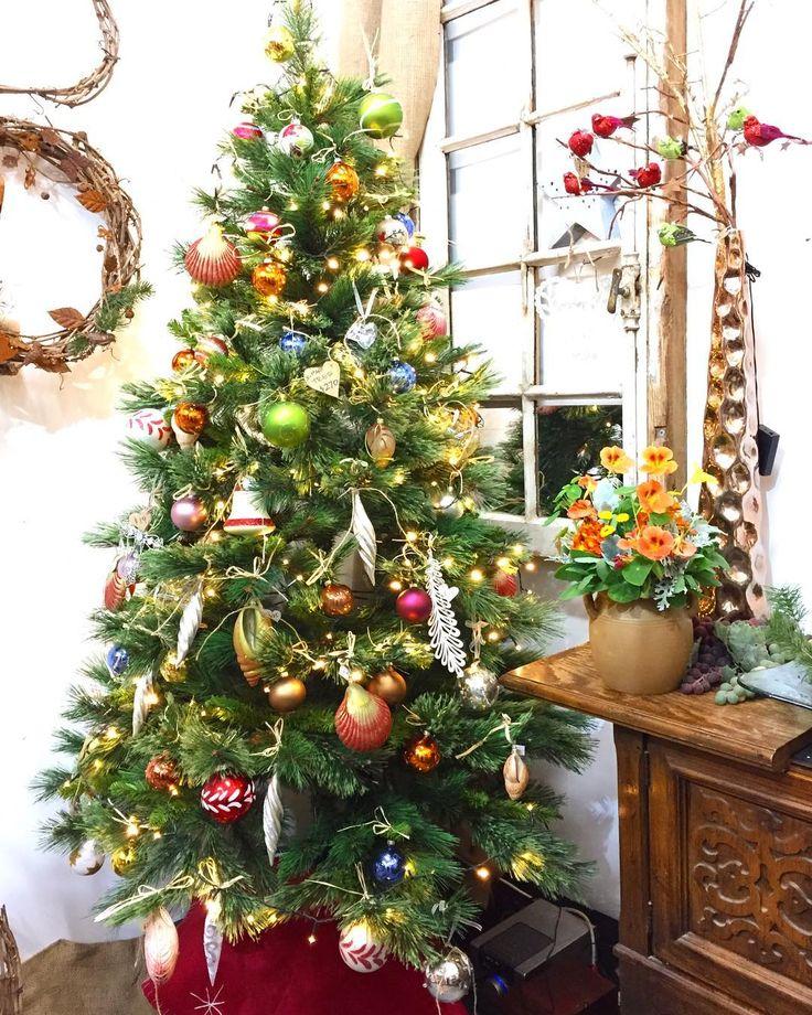 It's beginning to look a lot like Christmas @southmelbournemarket    #xmas #christmas #decorations #xmasdecorations #christmastree #xmasreef #xmastree #santaclaus #xmasgifts #christmasgift #xmaslights #xmasdecor #christmastime #vintage #retro #southmelbourne #southmelbournemarket #melbourne #melbourneshopping #koenjivintage